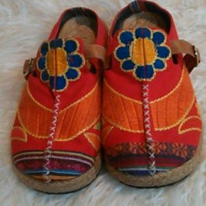 Bali Hippie Shoes size 40 euro embroidered canvas
